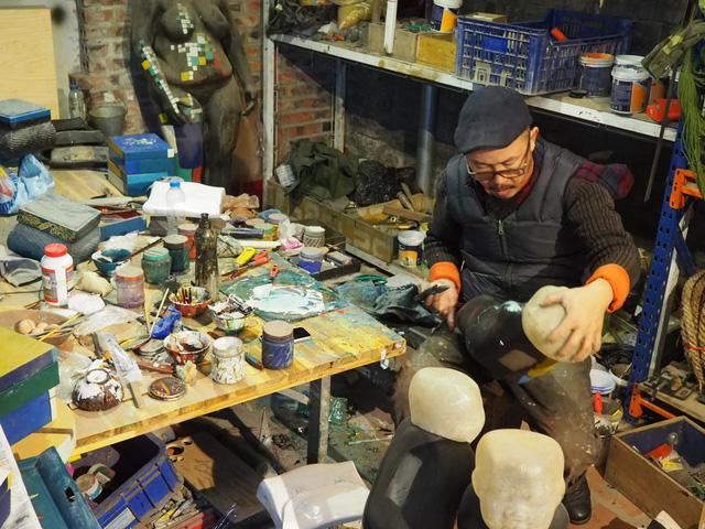 """Nghệ sĩ điêu khắc Đinh Công Đạt: """"Tôi từng cao ngạo nói, khách của Đạt rồ này không biết tiếng Việt vì toàn Tây"""" - Ảnh 5."""