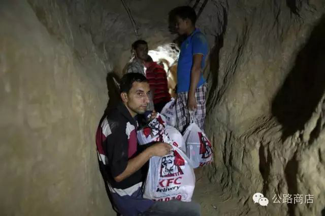 Tại Trung Đông, gà rán KFC cũng trở thành mặt hàng để người ta đánh đổi cả tính mạng để buôn lậu - Ảnh 1.