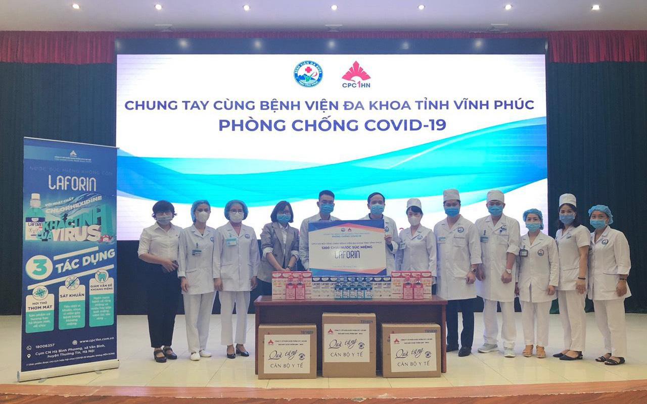 Dược phẩm CPC1 Hà Nội trao tặng dung dịch sát khuẩn: Bảo vệ sức khỏe không chỉ là câu chuyện mùa dịch