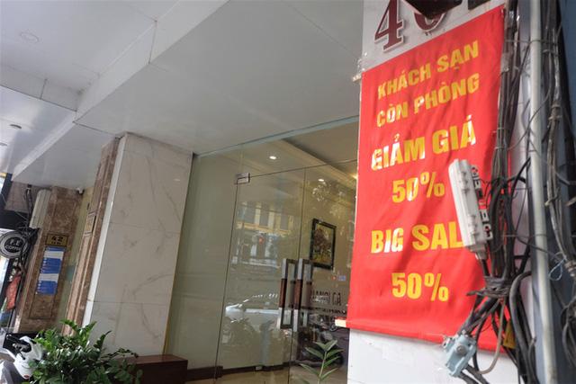Đói khách vì dịch Covid-19, khách sạn 3 sao ở Hà Nội giảm sốc giá phòng còn 299.000 đồng  - Ảnh 1.