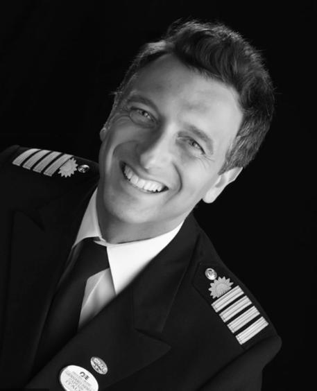 """Vị thuyền trưởng của con tàu mang """"cơn ác mộng"""" Covid-19: Người cuối cùng rời khỏi ổ dịch và hình ảnh truyền cảm hứng chiến đấu cho toàn nhân loại - Ảnh 2."""