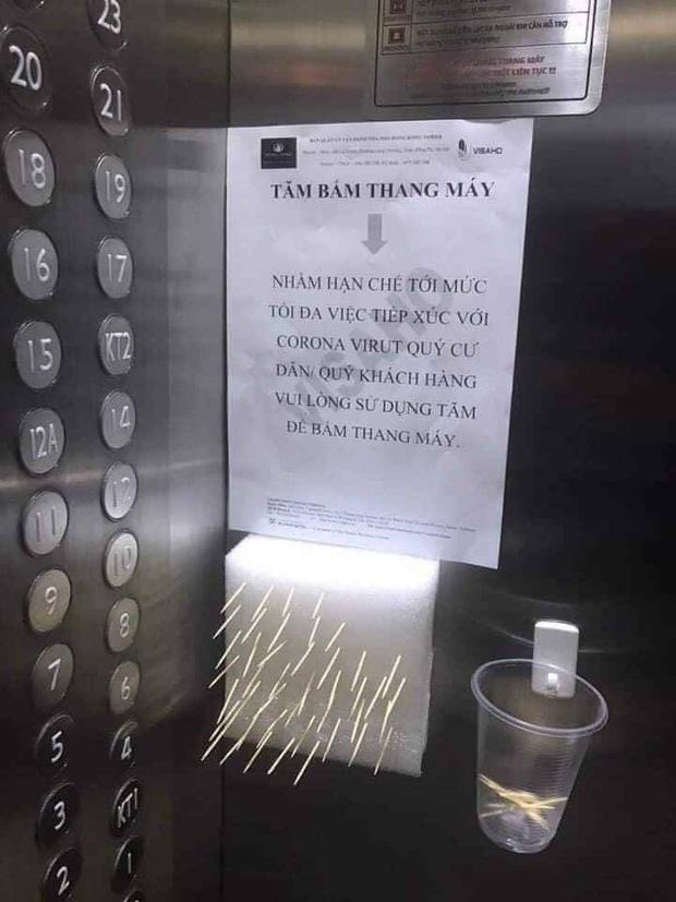 Có một chung cư ở Hà Nội trang bị cả... tăm cho mọi người bấm thang máy, vừa hiệu quả lại vừa rẻ nên được ủng hộ rần rần - Ảnh 1.