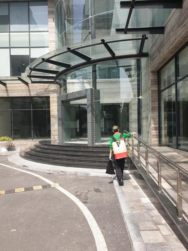 Có một chung cư ở Hà Nội trang bị cả... tăm cho mọi người bấm thang máy, vừa hiệu quả lại vừa rẻ nên được ủng hộ rần rần - Ảnh 2.