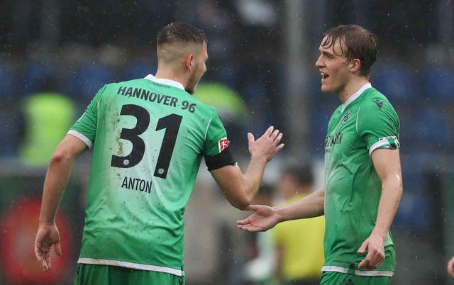 Hậu vệ Đức trở thành cầu thủ bóng đá đầu tiên nhiễm COVID-19 - Ảnh 1.