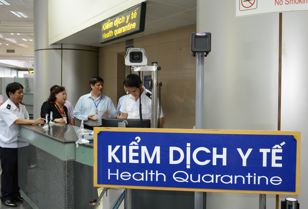 Sử dụng 2 hộ chiếu, có dấu hiệu khai báo thiếu trung thực: Bệnh nhân thứ 17 nhiễm Covid-19 có bị xử lý? - Ảnh 2.