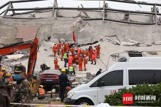 Dưới đống đổ nát của khách sạn cách ly ở Trung Quốc: Người đến từ vùng dịch chưa được giải cứu, người nằm bên chân con đợi đoàn tụ chồng - Ảnh 1.