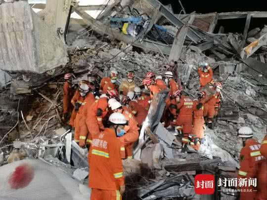 Dưới đống đổ nát của khách sạn cách ly ở Trung Quốc: Người đến từ vùng dịch chưa được giải cứu, người nằm bên chân con đợi đoàn tụ chồng - Ảnh 4.