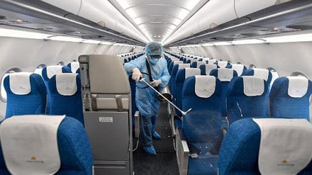 Hà Nội ghi nhận một ca dương tính lần 1 với Covid-19: Nữ tiếp viên hàng không Vietnam Airlines, bay từ London về Hà Nội - Ảnh 1.