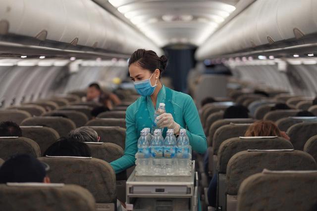 Tổng giám đốc Vietnam Airlines gửi tâm thư đến cán bộ nhân viên khi một tiếp viên của hãng dương tính với Covid-19: Đây quả thực là thời điểm khó khăn nhất của tôi  - Ảnh 1.