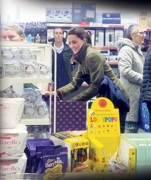 Vợ chồng Meghan Markle mắc kẹt ở Canada, khó quay lại Anh trong khi Công nương Kate đưa 3 con đi sắm đồ tích trữ trong mùa dịch Covid-19 - Ảnh 2.