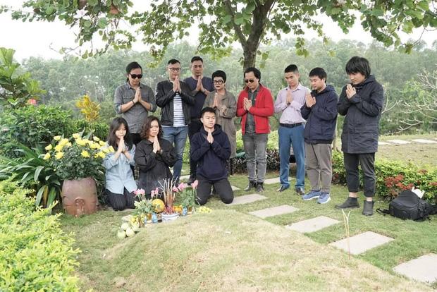 4 năm ngày mất, vợ con và ban nhạc Bức Tường đến viếng mộ cố nhạc sĩ Trần Lập: Người đã ra đi nhưng cái tình còn mãi! - Ảnh 3.