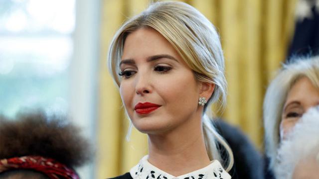 Tự nguyện làm việc ở nhà vì dịch Covid-19, nữ thần Ivanka Trump chia sẻ tấm hình vui đùa cùng con nhỏ gây chú ý  - Ảnh 1.