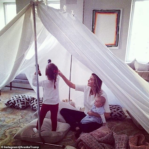Tự nguyện làm việc ở nhà vì dịch Covid-19, nữ thần Ivanka Trump chia sẻ tấm hình vui đùa cùng con nhỏ gây chú ý  - Ảnh 2.