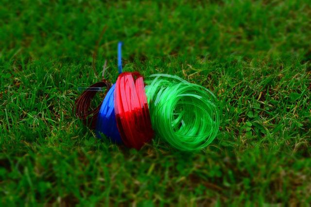Dụng cụ đơn giản này có thể biến vỏ chai nhựa thành những sợi dây chỉ trong vài nốt nhạc - Ảnh 4.
