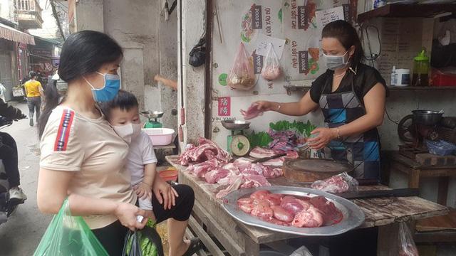 Sau chỉ đạo giảm giá, thịt lợn tại chợ truyền thống và siêu thị vẫn cao  - Ảnh 4.
