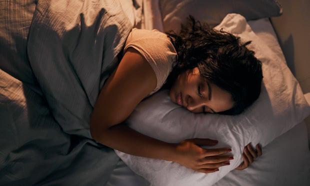 Chuyên gia tâm lý chia sẻ bí kíp giữ bình tĩnh, đẩy lùi căng thẳng, kể cả khi phải cách ly 14 ngày - Ảnh 3.