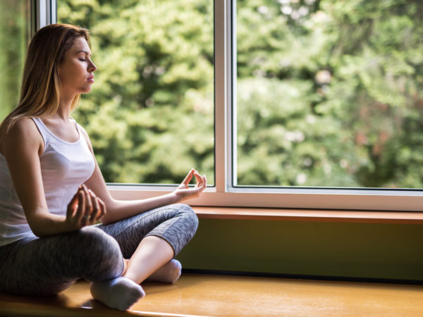 Chuyên gia tâm lý chia sẻ bí kíp giữ bình tĩnh, đẩy lùi căng thẳng, kể cả khi phải cách ly 14 ngày - Ảnh 1.