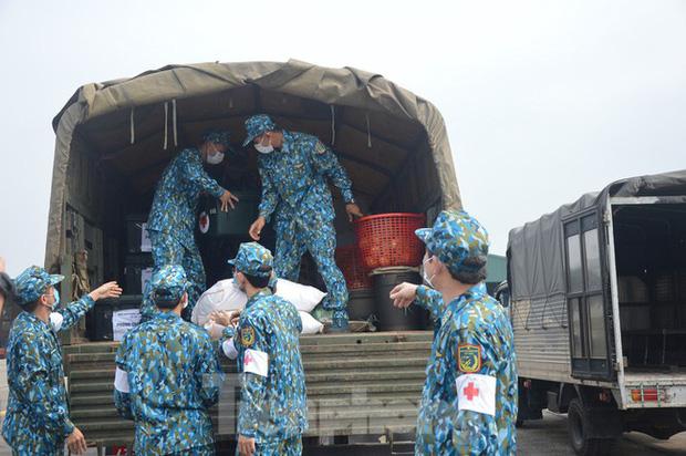 Ảnh: Diễn tập tình huống trên 30.000 người mắc Covid-19 tại Việt Nam - Ảnh 2.