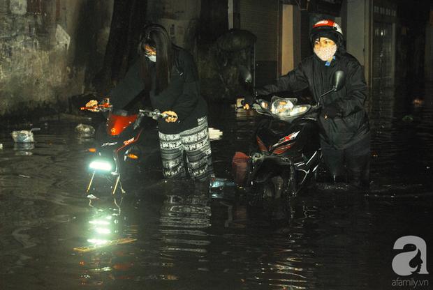 Trận mưa ở Hà Nội chiều hôm qua lớn nhất trong 50 năm - Ảnh 1.