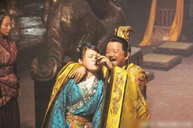 Chuyện bên trong vương triều tồn tại 28 năm trong lịch sử Trung Hoa: Cung nữ không được phép mặc y phục và bị rút xương làm thành đàn tì bà - Ảnh 2.