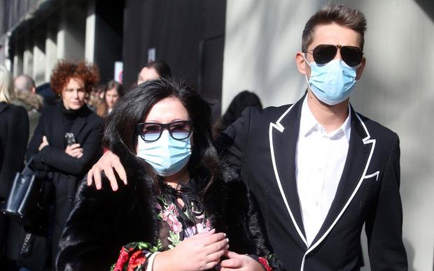 Chị gái của bệnh nhân số 17 ở Việt Nam cũng nhiễm Covid-19, trước đó đã dự loạt show thời trang đình đám tại Milan và Paris - Ảnh 1.
