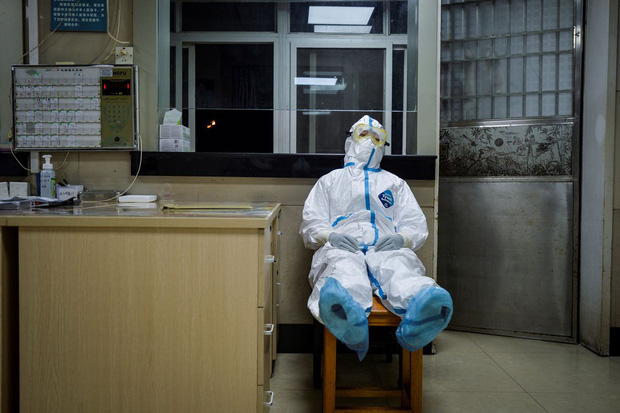 Nữ bác sĩ kiên cường khi đồng nghiệp và bố mẹ nhiễm virus corona: Nếu chúng tôi cũng ngã xuống, ai sẽ chữa trị cho mọi người? - Ảnh 3.