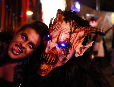 Vòng quanh thế giới để hòa mình vào không khí Halloween vui nhộn 10