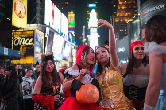 Vòng quanh thế giới để hòa mình vào không khí Halloween vui nhộn 9