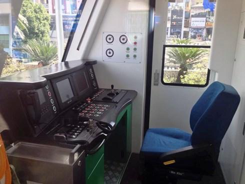 buồng lái tàu điện Cát Linh - Hà Đông