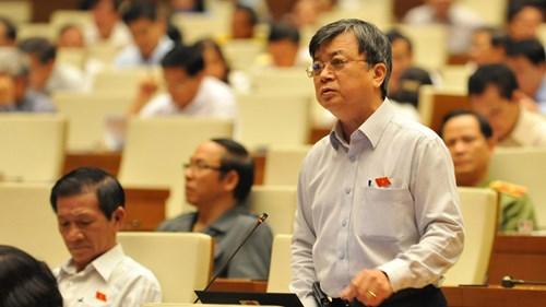 Đại biểu Trương Trọng Nghĩa (TPHCM) đề nghị không lấy phí, lệ phí để bù đắp cho tham nhũng, lãng phí. Ảnh: Như Ý