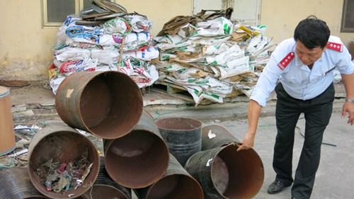 Các lô cám của Cty TNHH TACN Trường Phú (Hải Dương) vẫn bị niêm phong.