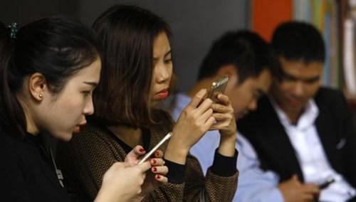 Hiện nay mỗi ngày có tới 13,9 triệu tin nhắn rác được phát tán (trong ảnh: Người dùng hàng ngày nhận ít nhất vài tin nhắn rác). Ảnh: Như Ý.