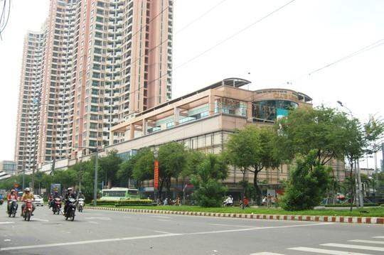 Khu cao ốc Thuận Kiều Plaza đồ sộ ở khu Chợ Lớn nhưng đang trong tình trạng ế ẩm nhiều năm qua.