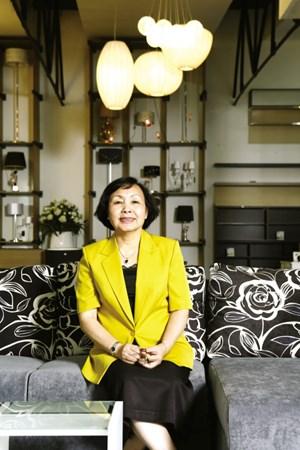 Bà Nguyễn Thị Sơn, Viện trưởng, Viện Khoa học Pháp lý và Kinh doanh quốc tế doanhnhansaigon
