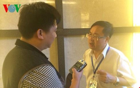 Giáo sư Lưu Thụy trả lời phóng viên VOV