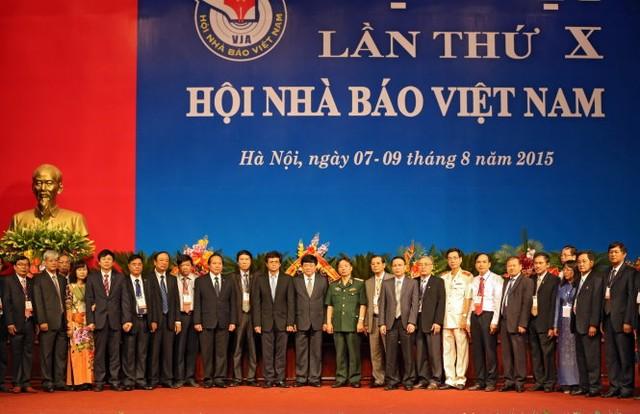 Ban chấp hành Hội Nhà báo Việt Nam khóa X ra mắt tại Đại hội - Ảnh: Việt Dũng.