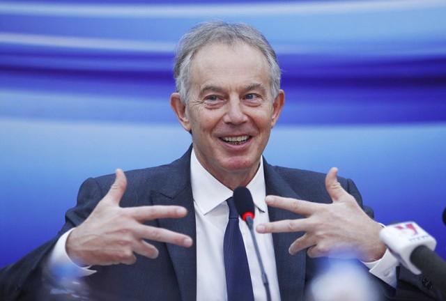 Ông Tony Blair trả lời các câu hỏi và chia sẻ những kinh nghiệm của mình khi còn là thủ tướng Anh - Ảnh: Nguyễn Khánh