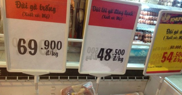 Giá bán đùi gà xuất xứ Mỹ tại siêu thị Big C Thăng Long (Hà Nội) chiều 30/7. Ảnh: N.Thảo.