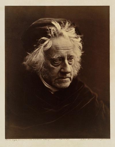 Chân dung nhà thiên văn học John Frederick William Herschel, một tác phẩm của nhiếp ảnh gia Julia Margare Cameron.