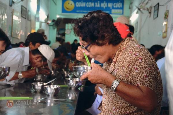 Ngày thứ năm hạnh phúc là ngày mà quán nói vui rằng mọi người cứ ăn đến khi nào thấy đã thì hãy về.