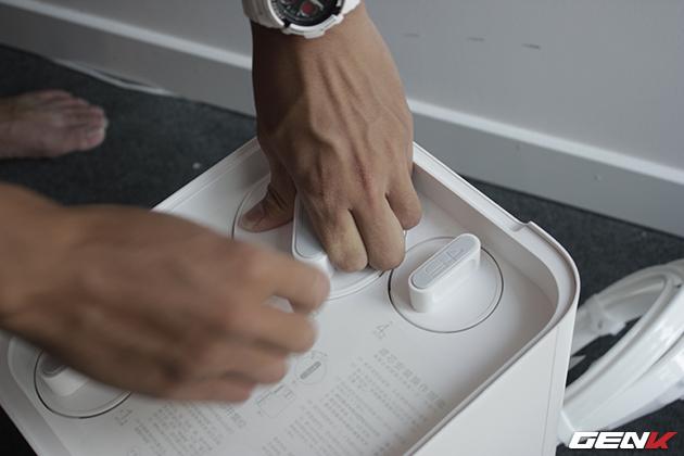 Vặn chặt 4 lõi lọc để bắt đầu sử dụng.