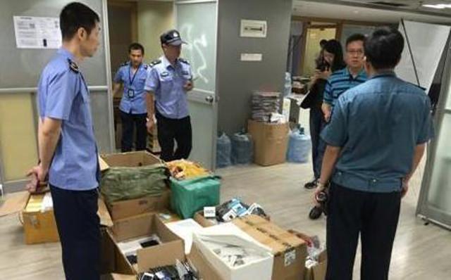 """Cuộc khám xét nằm trong chiến dịch """"truy quét"""" các công ty hoạt động trái phép ở Trung Quốc. (Ảnh: Guangzhou Daily)"""