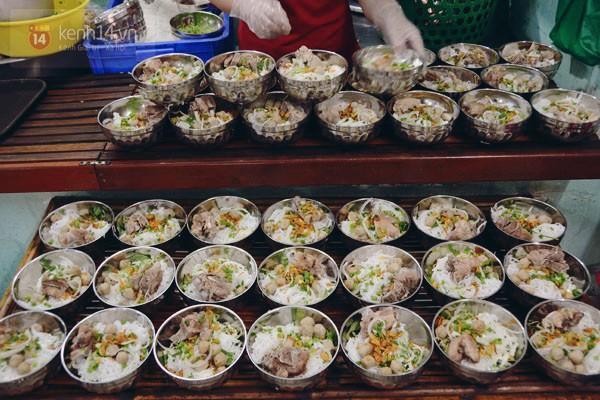 Vào Ngày thứ năm hạnh phúc, các món bún, phở ở quán đều có giá chỉ 1.000 đồng.
