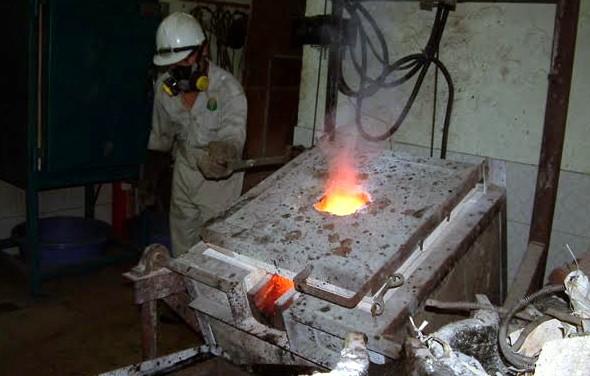 Luyện vàng thành phẩm tại nhà máy Bồng Miêu.