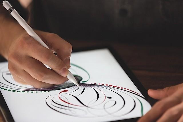 Với Apple Pencil, người dùng sẽ cảm thấy như đang viết trên... giấy chứ không phải màn hình máy tính.