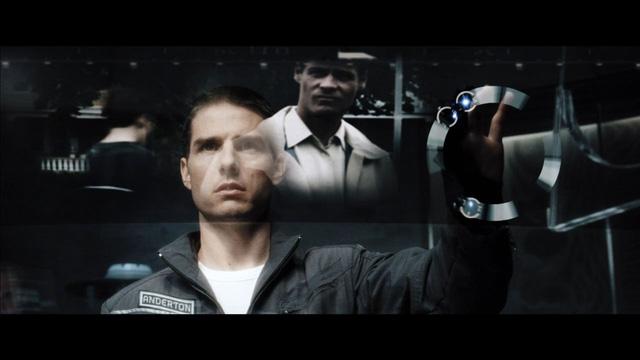 Một cảnh trong phim Minority Report với diễn viên chính, Tom Cruise.