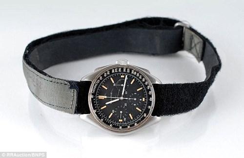Chiếc đồng hồ với phần dây đã cũ sờn nhưng lại là nhân chứng cho những sự kiện mang tính lịch sử của nhân loại