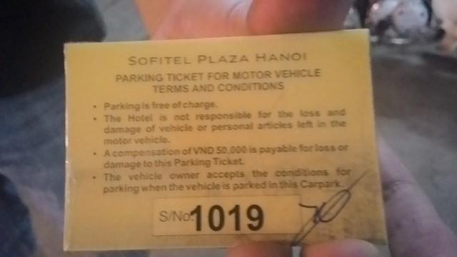 Mặt khác của vé xe cũng được in bằng tiếng Anh với nội dung tương tự.