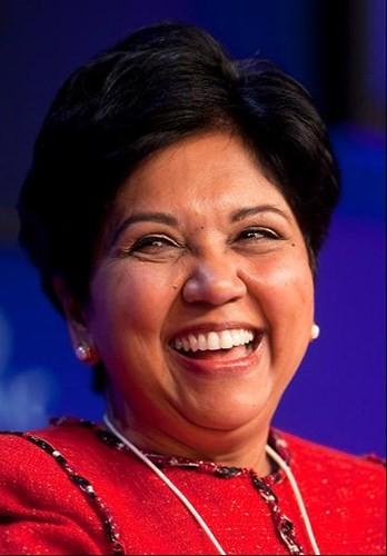 Indra Nooyi là Chủ tịch kiêm Tổng giám đốc của PepsiCo. Năm ngoái, bà đã góp phần tạo lợi nhuận khủng cho hãng giải khát hàng đầu thế giới: 5,6 tỷ USD, với tốc độ tăng trưởng doanh thu lên tới 14% (tương đương 66 tỷ USD).