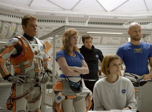 Mark và các phi hành gia khác. Nguồn: Phim The Martian.
